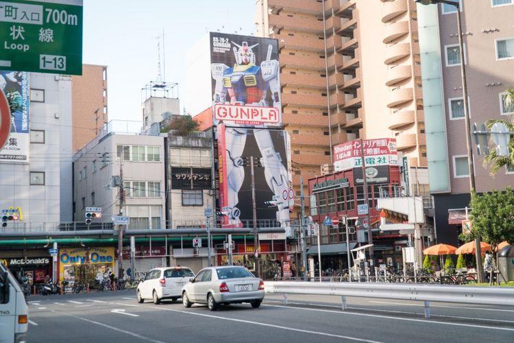 Denden Town adalah surganya para pecinta anime dan manga. Disini wisatawan dapat menemukan berbagai macam produk yang berhubungan dengan anime dan manga.