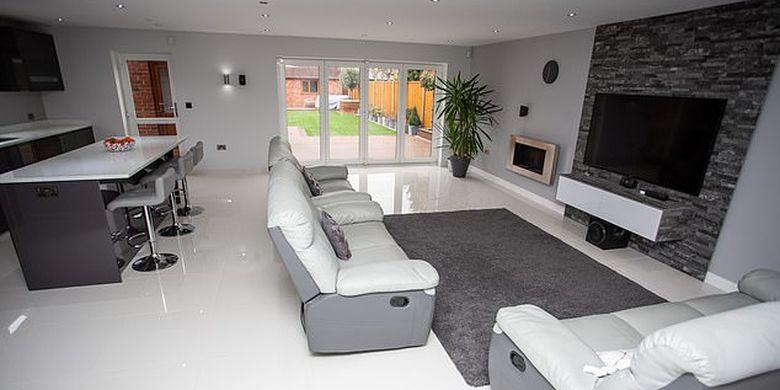 Interior rumah yang dibangun sendiri oleh Graham Harley