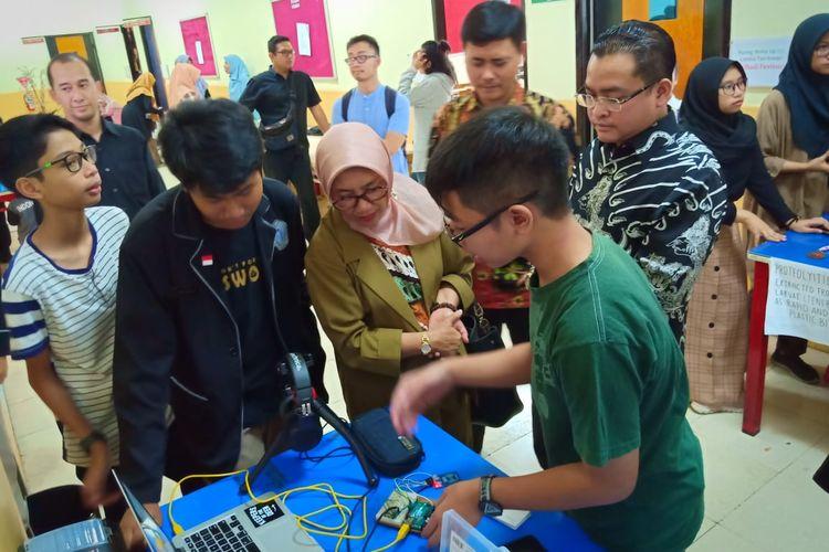 Festival Seni dan Budaya yang digelar Pribadi Bilingual School Bandung mengangkat tema Bersatu Menjadi Pribadi yang Berprestasi (22-23/11/2019) disertai gelaran pameran hasil inovasi siswa Pribadi dan turut dihadiri Kadisdik Jabar Dewi Sartika.