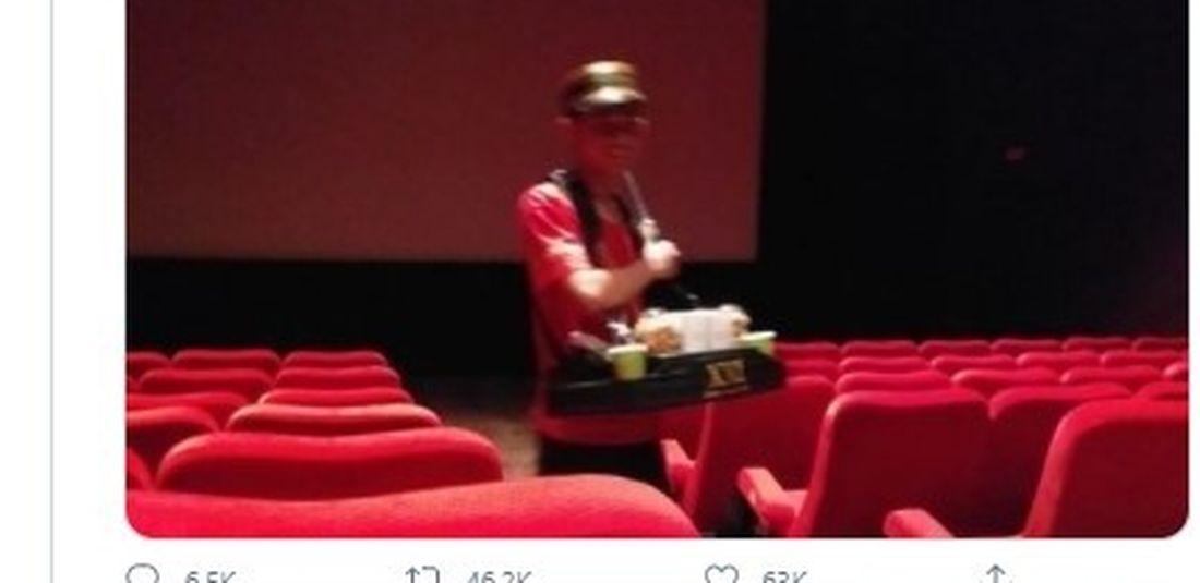 Tangkapan layar berisikan interakasi admin Grab Indonesia dengan seorang pengguna Twitter dalam rangka apresiasi pekerja harian petugas bioskop.