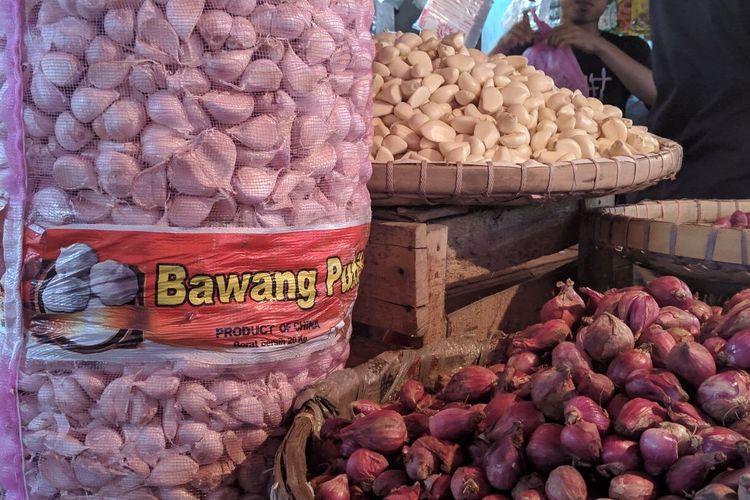 Bawang putih impor asal China di Pasar Anyar Kota Tangerang, Rabu (12/2/2020)