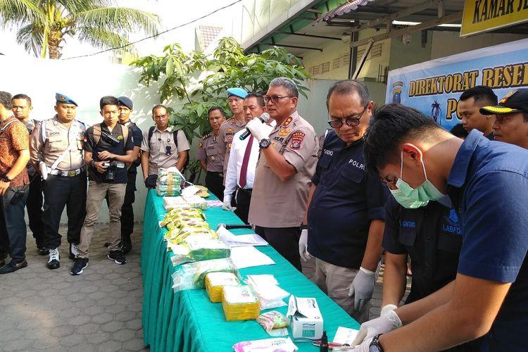 Kapolda Sumatera Utara, Irjen Pol Martuani Sormin mengatakan, pihaknya berhasil menggagalkan peredaran narkoba jenis sabu-sabu sebanyak 22,52 kg dan pil ekstasi sebanyak 11.000 butir dari dua jaringan atau sindikat peredaran narkoba. Dalam pengungkapan kasus tersebut, polisi mengamankan 7 orang tersangka dan 1 di antaranya tewas.