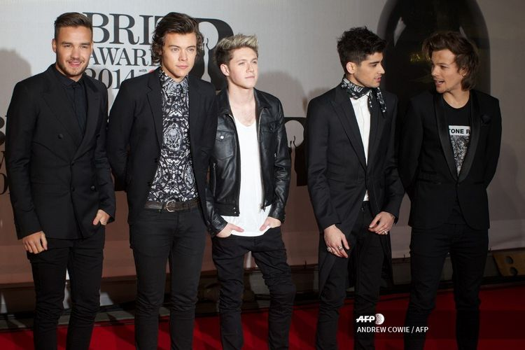 (L-R) Liam Payne, Harry Styles, Niall Horan, Zayn Malik and Louis Tomlinson of British-Irish pop band One Direction pose on the red carpet with arriving at the BRIT Awards 2014 in London on February 19, 2014. AFP PHOTO / ANDREW COWIE (Photo by ANDREW COWIE / AFP)