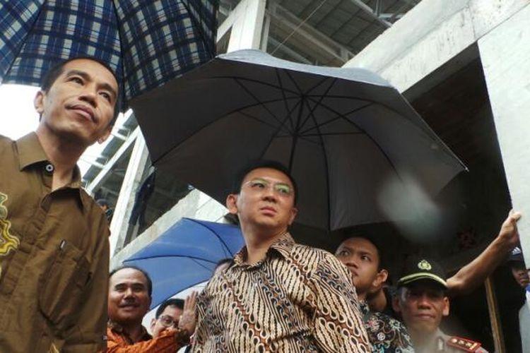 Gubernur DKI Jakarta Joko Widodo dan Wakil Gubernur DKI Jakarta Basuki Tjahaja Purnama saat blusukan bersama, Kamis (27/2/2014).