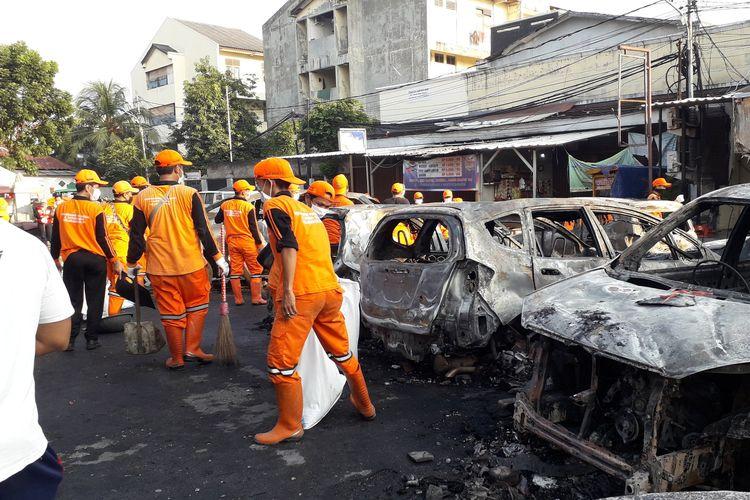 Petugas Oranye sebut sampah di KS Tubun capai 3,6 ton pada Kamis (23/05/2019).