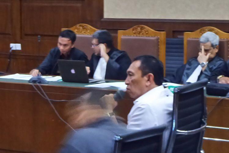 Sekjen KONI Ending Fuad Hamidy saat bersaksi di Pengadilan Tipikor Jakarta, Senin (8/1/2018).