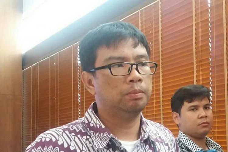 Direktur Eksekutif Institute for Criminal Justice Reform (ICJR) Supriyadi Widodo Eddyono usai acara diskusi di Hotel Morissey Jakarta, Selasa (8/3/2016)