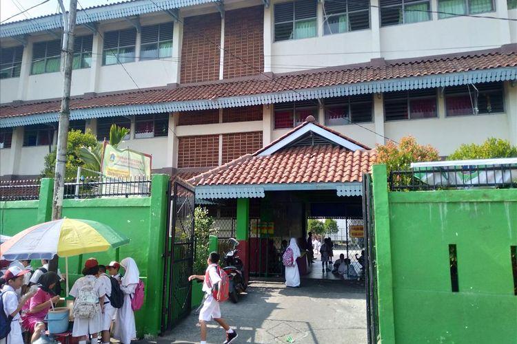 Suasana Sekolah Dasar Negeri Manggarai 05 Jakarta Selatan dihari pertama masuk sekolah tahun ajaran bari, Senin (15/7/2019)