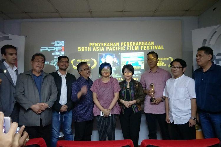 Widyawati bersama perwakilan film Kucumbu Tubuh Indahku dan anggota PPFI saat ditemui di Gedung Pusat Perfilman, Kuningan, Jakarta Selatan, Kamis (16/1/2020).
