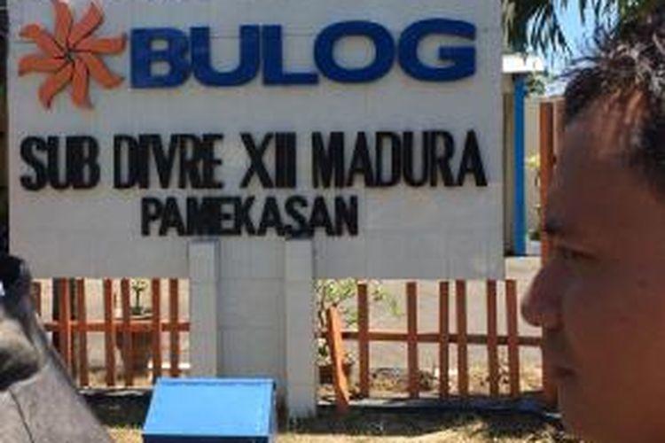 Mantan pejabat Bulog Sub Divre XII Madura, keberatan atas penetapan sebagai tersangka oleh Kejari Pamekasan atas perkara penggelapan 1.504,7 ton beras.