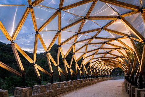 Kanopi Jembatan Indah Ini dari Kayu Bekas