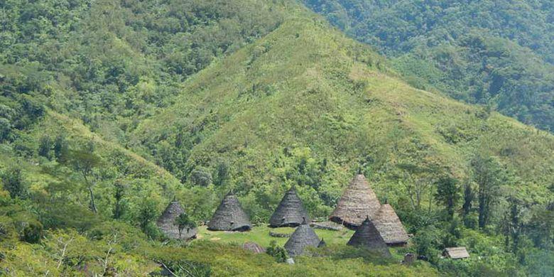 Desa Wae Rebo di Kabupaten Manggarai, Flores, Nusa Tenggara Timur.