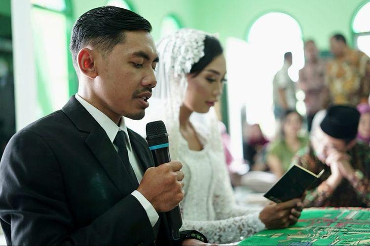 Pasangan Satrio Hapsoro dan Karina Syahrudin melangsungkan akad nikah, Minggu (6/10/2019).
