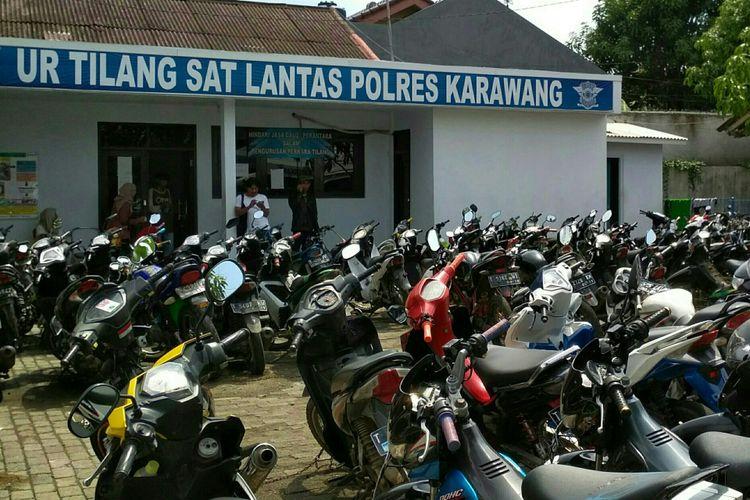 80 motor yang belum diambil pemiliknya kini berada di UR Tilang Sat Lantas Polres Karawang.