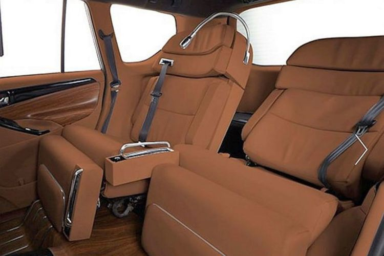 Modifikasi interior mewah Toyota Innova DC Design