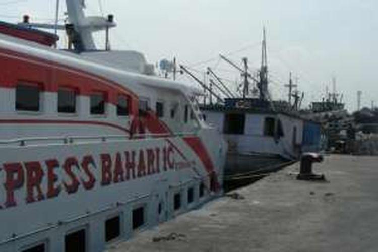 Kapal Motor Express Bahari yang bakal mengangkut pemudik meuju Pulau Bawean.