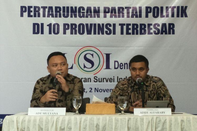 Tim pakar LSI Denny JA, Ade Mulyana dan Adjie Alfaraby, saat merilis hasil survei perolehan suara parpol di 10 provinsi terbesar, di Gedung Dua Rajawali, Jumat (2/11/2018).