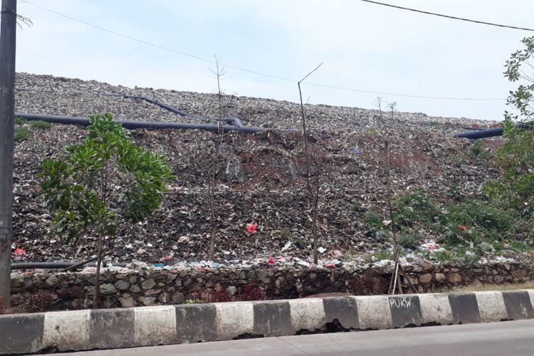 Gunung sampah di Tempat Pengelolan Sampah Terpadu (TPST) Bantargebang, Kota Bekasi. Foto diambil Selasa (23/10/2018).