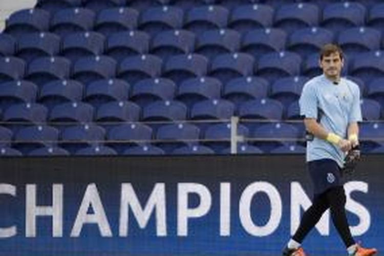 Kiper FC Porto, Iker Casillas, pada salah satu sesi latihan jelang Liga Champions.