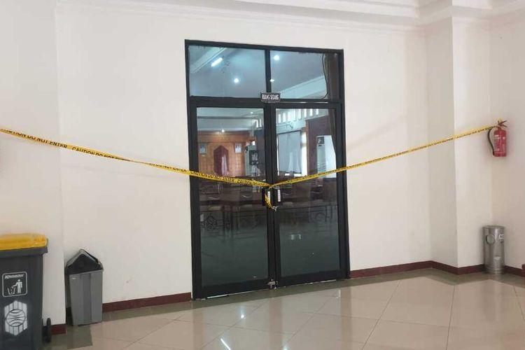 Sejumlah anggota DPRD Mempawah, Kalimantan Barat (Kalbar) menyegel ruang rapat dan ruang pimpinan dewan, Kamis (21/1/2021). Penyegelan ini terkait mosi tidak percaya anggota terhadap pimpinan dewan.