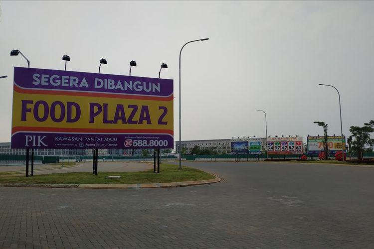 Tanda-tanda pengerjaan proyek di Pulau D, pesisir hasil reklamasi di Teluk Jakarta, Kamis (13/6/2019).
