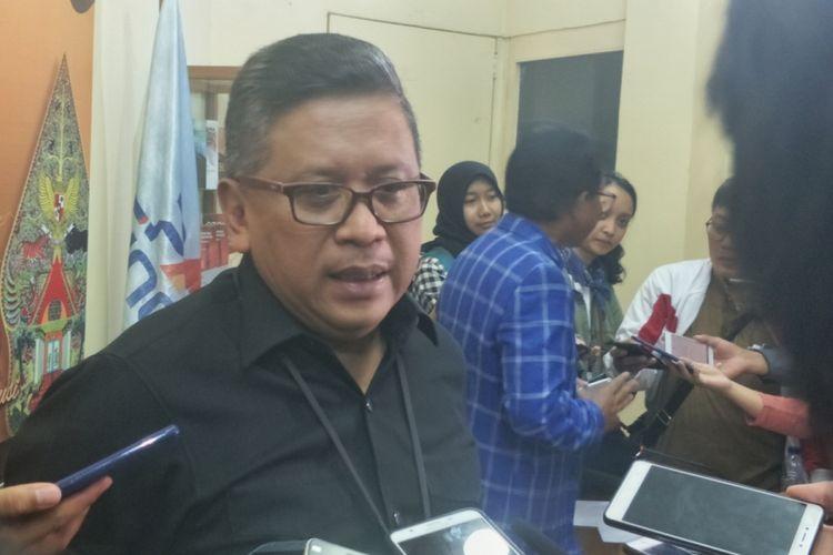 Sekjen PDI-P Hasto Kristiyanto dalam sebuah diskusi di kantor PARA Syndicate, Jakarta Selatan, Jumat (3/8/2018).