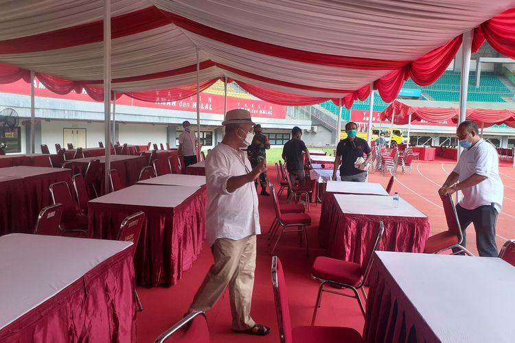 Walikota Bekasi sedang meninjau persiapan vaksinasi masal pada Sabtu 19 Juni 2021 di Stadion Patriot Candrabhaga, Jumat (18/6/2021).