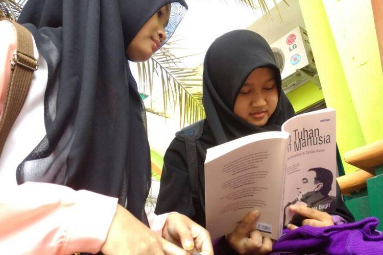 Bedah buku yang dihadiri penulis buku Islam Tuhan Islam Manusia, Haidar Bagir, di IAIN Surakarta dijaga ketat seribuan aparat Kepolisian dan TNI.