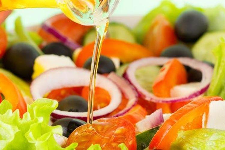 Olive oil yang kaya nutrisi aman dikonsumsi mentah.
