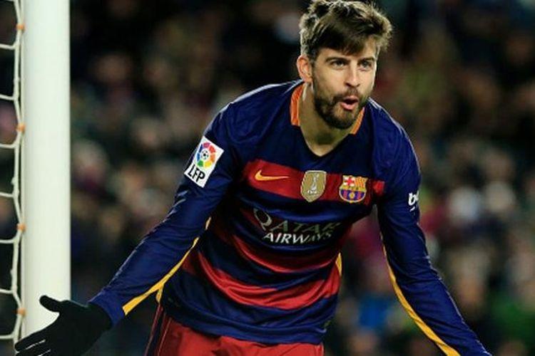 Gerard Pique merayakan gol Barcelona ke gawang Espanyol pada Copa del Rey, Rabu (6/1/2016).