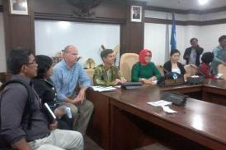 Konferensi pers yang dihadiri oleh pihak JIS, Dirjen Paudni, dan Wakil Dinas Pendidikan DKI Jakarta di Gedung E Kemendikbud, Rabu (16/4/2014).