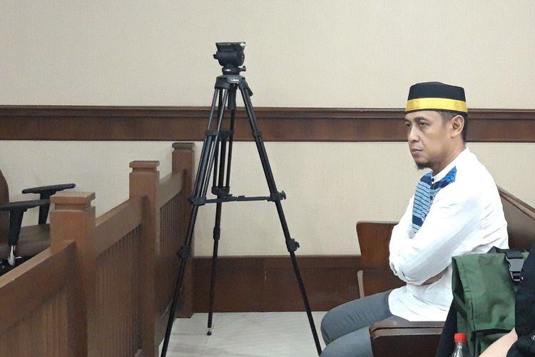 Terdakwa kasus berita bohong atau hoaks 7 kontainer surat suara tercoblos Bagus Bawana Putra, di Pengadilan Negeri Jakarta Pusat, Kamis (11/4/2019)