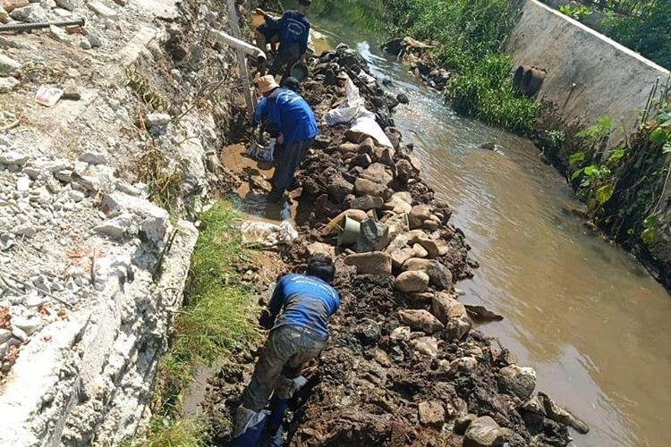 Perbaikan turap di kawasan Cibubur, Jakarta Timur (dok Pemkot Jakarta Timur)