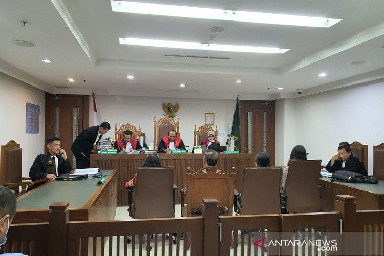 Persidangan kasus penyiraman bahan kimia terhadap enam anjing di Pengadilan Negeri Jakarta Pusat, Rabu (11/3/2020).