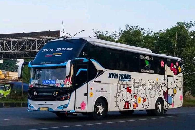 Salah satu armada PO KYM Trans yang melayani rute baru Parung-Jakarta-Surabaya