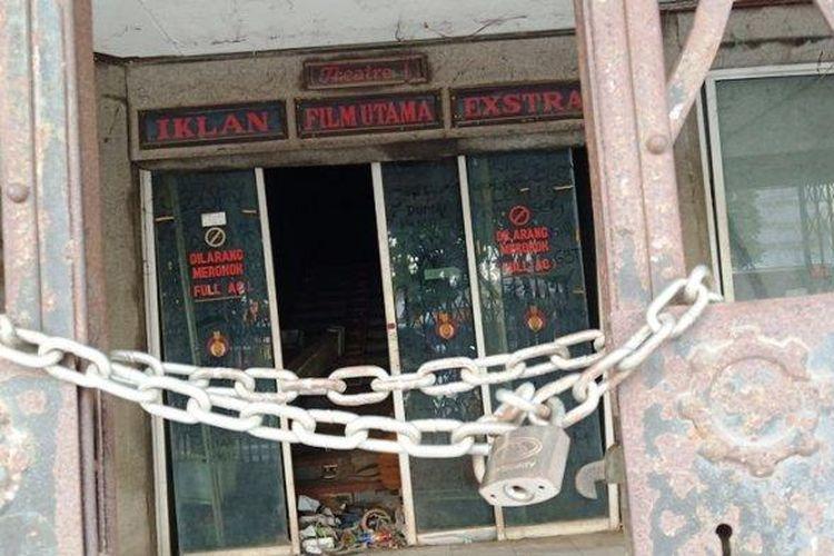 Bioskop Atoom Bogor memiliki cerita sejarah yang dulu ramai kemudian tutup dan terbengkalai.