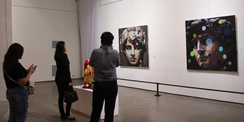 Salah satu sudut di lantai dasar Semarang Contemporary Art Gallery, yang memajang karya-karya seniman berbagai daerah di Indonesia.