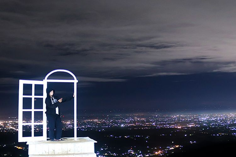 Pesona Malam di Pintu Langit Dahromo, Bantul