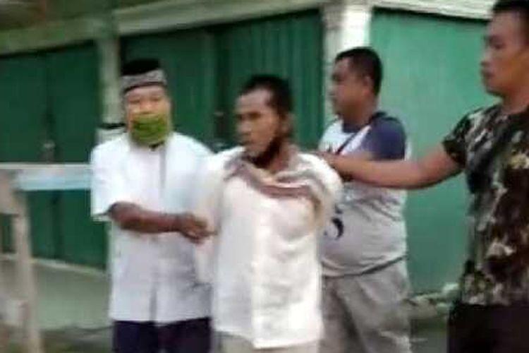 Pelaku pembacokan imam masjid di OKI, Meyudin, berhasil diamankan.