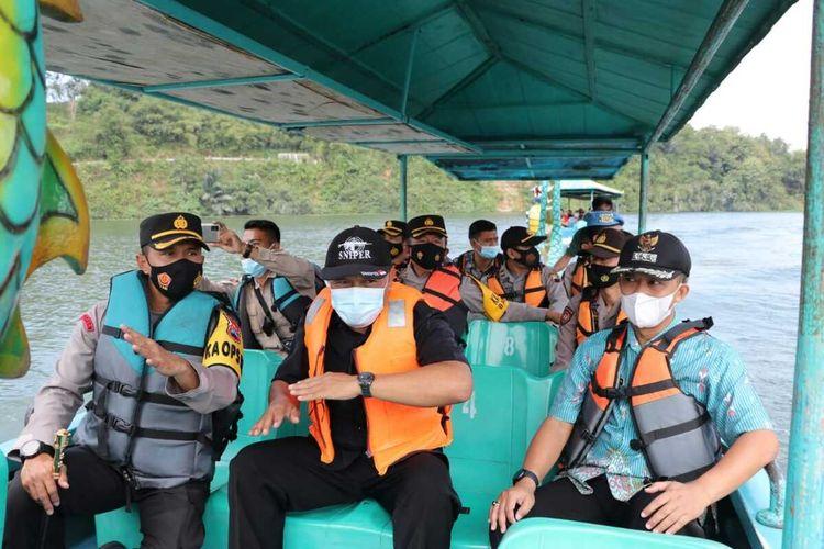 Kebumen Police Chief, Grand Commissioner Adjutant Piter Yanottama carried out a patrol to Jembangan Wisata Alam (JWA), Poncowarno District, Kebumen, Central Java, Tuesday, May 18.