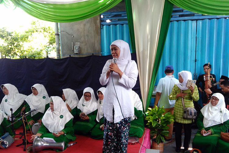 Khofifah Indar Parawansa (tengah), saat menghadiri undangan peringatan Harlah Muslimat di PC Muslimat Gresik, Minggu (8/4/2018).