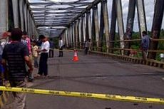 Tongkang Tabrak Pilar Jembatan Bejarum