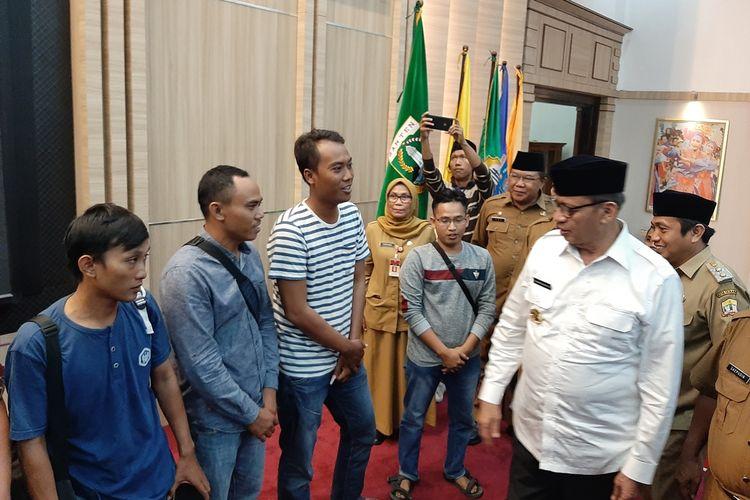 Sebanyak 30 Warga Banten yang bermukim di Papua berhasil di pulangkan, dan dijemput oleh Gubernur Banten, Wahidin Halim, Senin (7/10/2019).