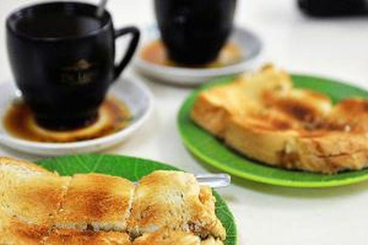 Roti bakar srikaya, salah satu menu khas di Kedai Sedap.