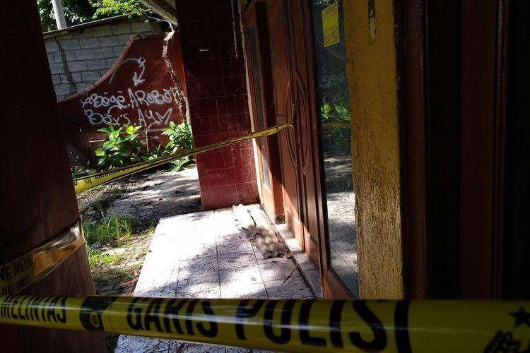 Rumah kosong di Jalan Laswi Kota Tasikmalaya sebagai tempat kejadian perkara seorang ayah membunuh anak kandungnya sendiri sampai disembunyikan di gorong-gorong sekolahnya, Kamis (27/2/2020).