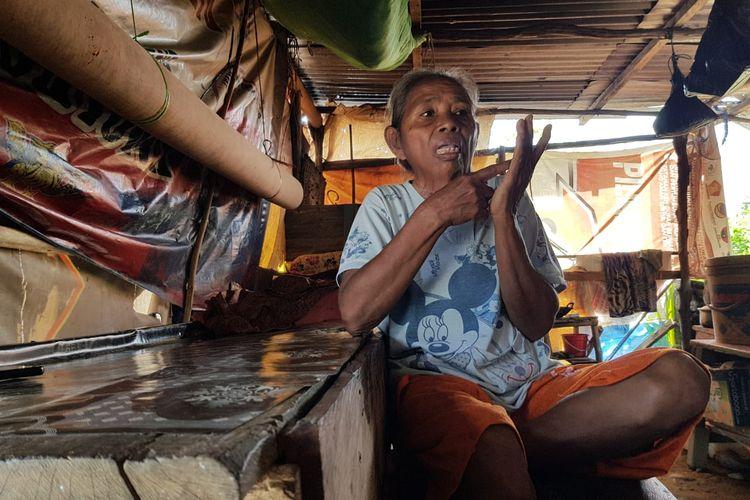 Juliana Keda (55) penyandang disabilitas di Nunukan, menunggu bantuan kaki palsu Pemerintah sebelum pulang kampung, Juliana hanya berharap memiliki kaki palsu bisa meringankan beban suami dan melaksanakan kewajibanya sebagai istri untuk mengurus suami