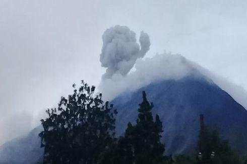 Gunung Karangetang Bergemuruh dan Menebarkan Bau Belerang