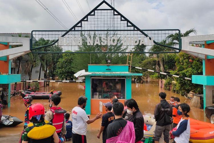 Perumahan Bumi Nasio Indah, Jati Asih, Kota Bekasi masih terendam banjir hingga Minggu (21/2/2021).