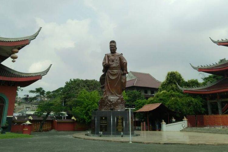 Sam Poo Kong merupakan salah satu destinasi favorit di Semarang, Jawa Tengah. Terdapat patung Laksamana Cheng Ho yang terbuat dari perunggu dengan tinggi 12 meter.
