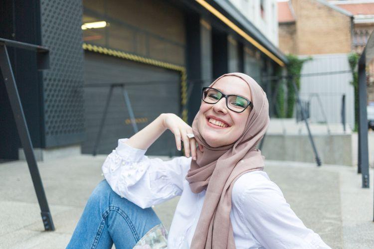 Ilustrasi menggunakan hijab voal.